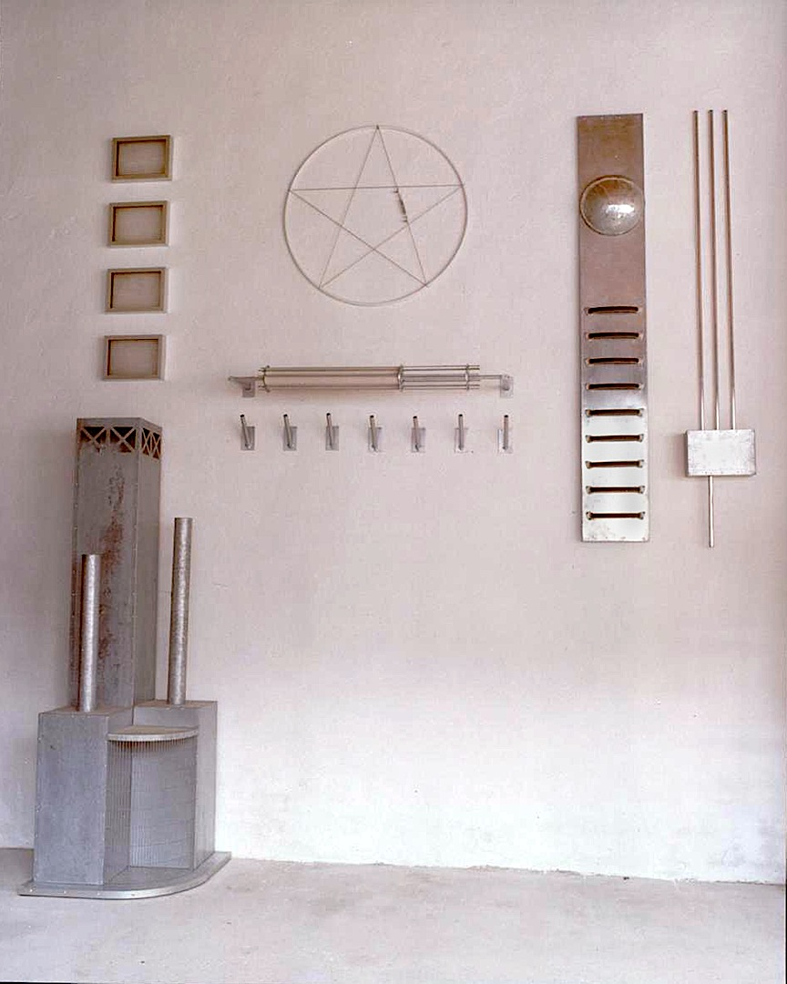 Pilotato, metales, plásticos cm. 350 x 300 x 70 -1989-