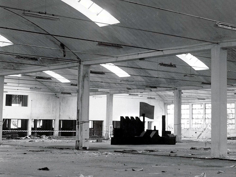 Risata d'aceto, Madera,  hierro cm. 300 x 600 x 160 (destruida) -1986-