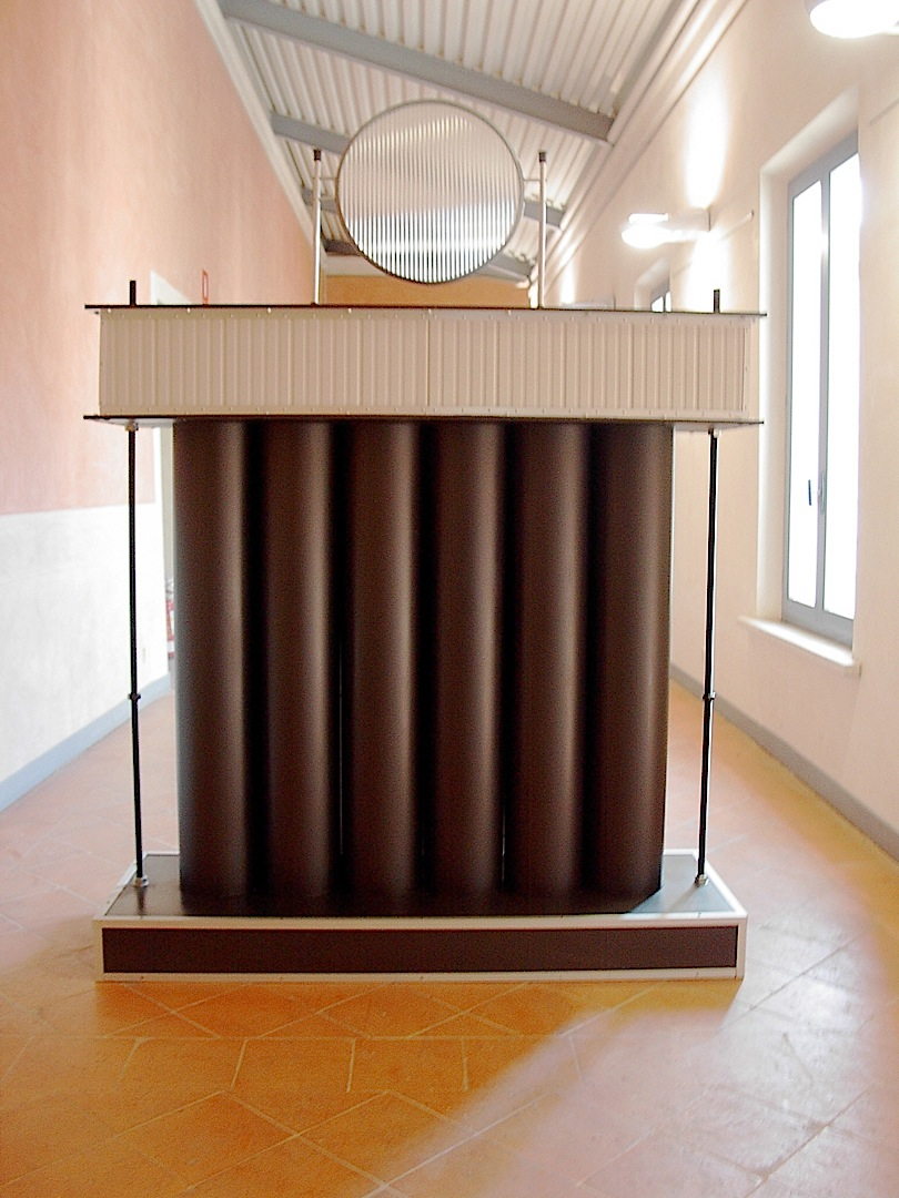 Porta, Madera, Metales, plasticos cm. 207 x 150 x 50 -1990-